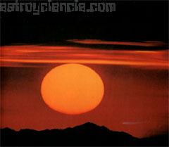 EL aspecto del Sol al anochecer