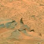 Una roca con forma de marciano en Marte