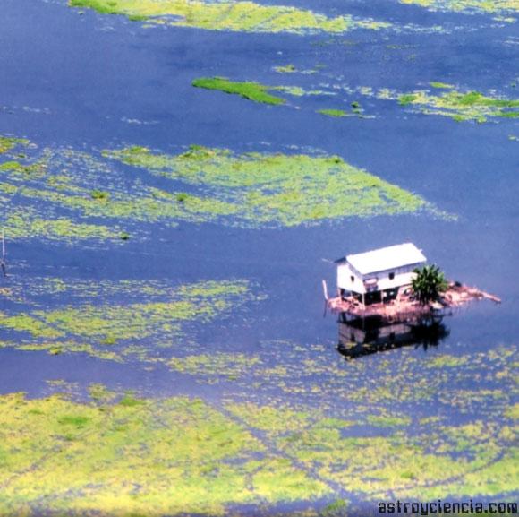 Casa inundada tras el Niño
