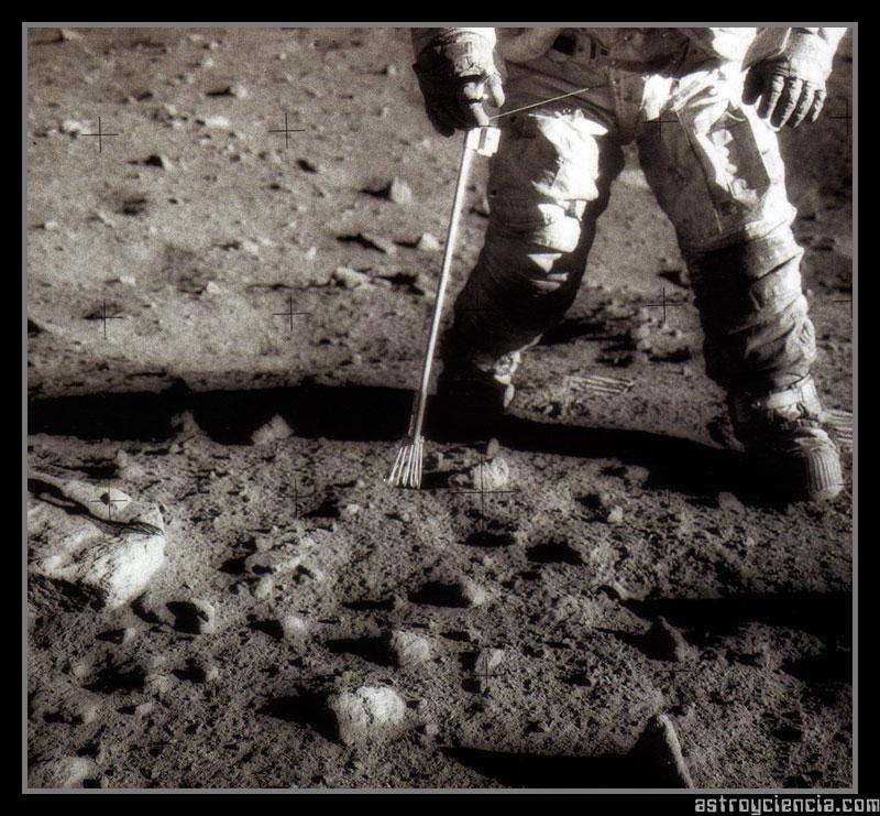 Recogida de muestras durante el Apolo 12