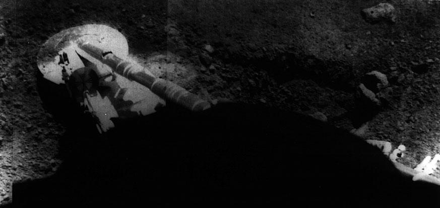 Pata de la Surveyor 5 posada en la Luna